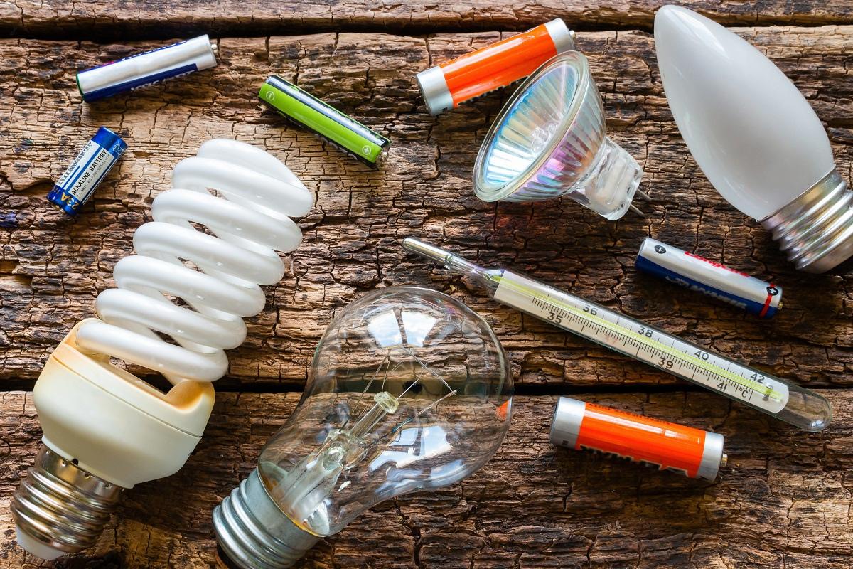 Куда сдавать опасные бытовые отходы?