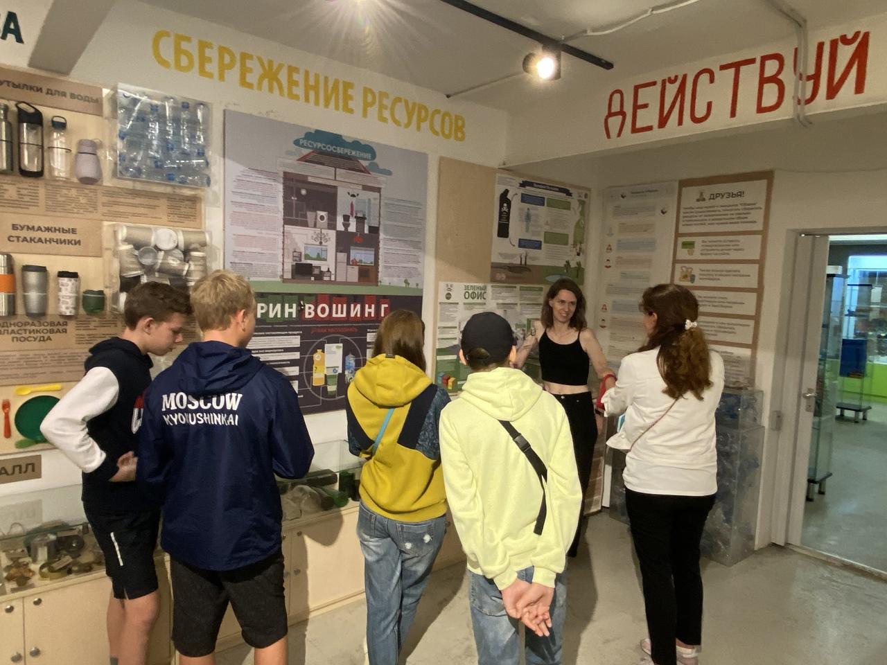 Весь август мы проводили экскурсии по нашему музею переработки и Экоцентру для многодетных семей